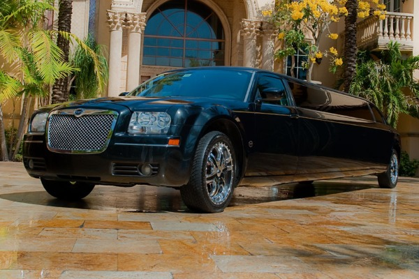 8 Person Chrysler 300 Limo Service Florida
